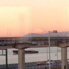 羽田空港からの朝の富士山