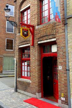 Naar het schijnt is ook dit een leuk kroegje in Brugge? De Stokerij in de Langestraat.  Naar het schijnt, klein maar fijn? Is iemand van jullie daar reeds langs geweest? Deel je ervaring hier met ons.  Zelf hebben we uiteraard heelwat toffe tips om 's avonds gezellig op stap te gaan in Brugge ... http://www.hotelnavarra.com/nl/info/1467/Avondje-uit.html