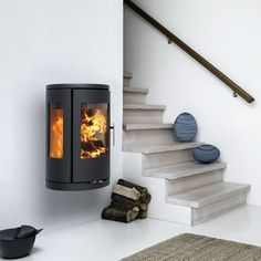 MORSØ 7470 – WALL HUNG Morsø takes the best qualities of modern wood burning stoves and uses them to give the consumer a modern take on a classic design. Wood, Wall Hanging, Contemporary Wood Burning Stoves, Dining Room Lighting, Contemporary Fireplace, Narrow Living Room, Modern Wood, Stove, Indoor Heating