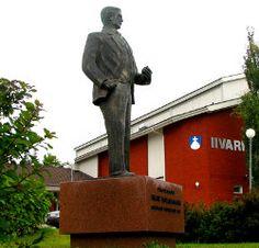 Ivar Wilskmanin patsas  Suomen urheilun isän, Ivar Wilskmanin patsas on Töysässä Iivarin koulun edessä.