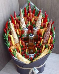 Renowned Souvenir Basket for practically any Situation. Gift Baskets For Men, Themed Gift Baskets, Raffle Baskets, Boyfriend Gift Basket, Diy Gifts For Boyfriend, Boyfriend Ideas, Gourmet Gifts, Gourmet Recipes, Food Bouquet