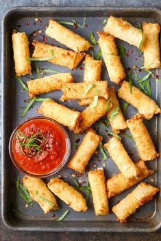 Wonton Mozzarella Sticks - With just 5 ingredients, you can make these mozzarella sticks in just 10 minutes. It doesn't get ANY easier than this!