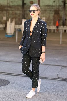 Street Style: An Effortlessly Cool Way To Wear A Suit | Le Fashion | Bloglovin'