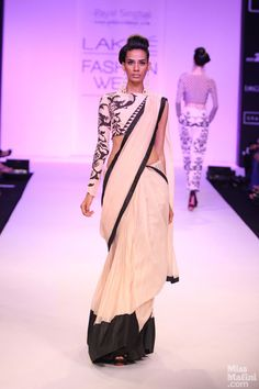 Payal Singhal I like this saree but I would like a sleeve on the other side to!
