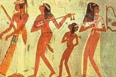 Art égyptien nouvel empire tombe à Thèbes Une place importante est faite à la représentation du banquet funéraire, grande tradition chez les Egyptiens anciens. Ici, le registre du milieu nous met en présence de musiciennes, joueuses de lyre et de flûte double ainsi que d'une harpiste jouant devant un public féminin.
