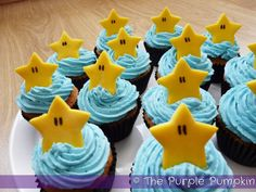 Make these Super Mario Starman Cupcakes for a Nintendo themed birthday party and be awesome! Super Mario Birthday, Mario Birthday Party, Super Mario Party, Birthday Party Themes, Birthday Ideas, Princess Peach Party, Mario And Princess Peach, Nintendo Cake, Nintendo Party
