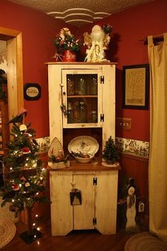 Primitive Decor - love the rustic corner cabinet! Primitive Homes, Primitive Kitchen, Primitive Crafts, Country Primitive, Christmas Kitchen, Primitive Christmas, Christmas Love, Country Christmas, Christmas Ideas