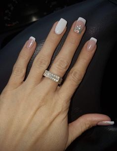 130 glitter gel nail designs for short nails for spring 2019 page 26 nageldesign french Cute Nails, Pretty Nails, My Nails, Diva Nails, Gel Nagel Design, Glitter Gel Nails, Glitter French Nails, Glitter Art, French Tip Nails