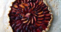 While a slice of this summer fruit tart needs no embellishment, a scoop of vanilla ice cream doesn't hurt. Making HEALTHY FOOD healthy food, healthy recipes, , Plum Recipes, Summer Recipes, Tart Recipes, Sweet Recipes, Plum Pie, Plum Tart, Summer Pie, Summer Fruit, Kuchen