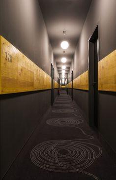Superbude 2 / Dreimeta | ArchDaily corridor
