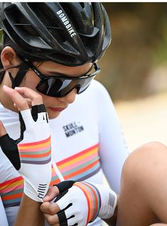 2020 SKULL MONTON white cycling gloves padded for TT racing. Half finger cycling gloves protect your hands from fatigue, vibration, and minor spills. Cycling Gloves, Cycling Gear, Cycling Jerseys, Cycling Outfits, Cycling Clothing, Womens Cycling Kit, Cycling Accessories, Bicycle Women, Road Bike