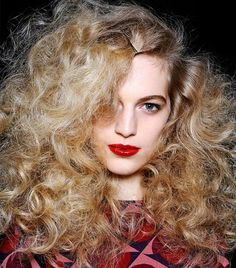 We've got the scoop on how to create the full roots-to-ends curls from Marc by Marc Jacobs' FW 13 runway show.