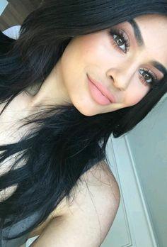 Soft nude make up