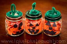 December or Jan Craft - Snowman made from a baby food jar. The top jar is filled with marshmallows. The middle jar is filled with hot Dulces Halloween, Halloween Class Party, Halloween Crafts For Kids, Fun Crafts For Kids, Preschool Crafts, Fall Crafts, Holiday Crafts, Craft Kids, Halloween Ideas