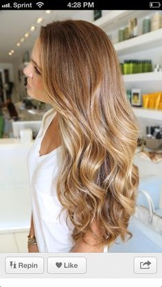 warm caramel hair with blonde highlights