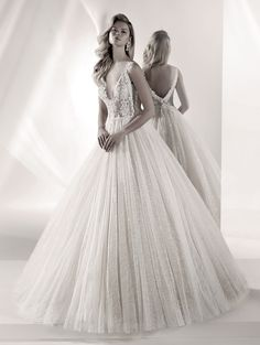 Vestido de Novia de Nicole Luxury (LXAB19021) #bodas #wedding #bodasnet #bride #bridedress #weddingdress #matrimonio #tendencias2019 #novia #vestidodenovia #vestidodenoiva Tulle Wedding, Bridal Wedding Dresses, Wedding Dress Styles, Designer Wedding Dresses, Bridesmaid Dresses, Pronovias Bridal, Champagne Dress, Jenny Packham, Wedding Dress Shopping