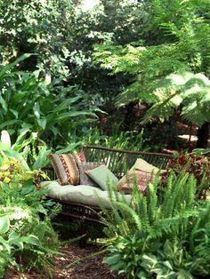garden seating 25 Bautiful Backyard Landscaping Ideas and Gorgeous Centerpieces for Outdoor Living Spaces Lush Garden, Shade Garden, Dream Garden, Ferns Garden, Diy Garden, Garden Oasis, Tropical Garden, Indoor Garden, Garden Art