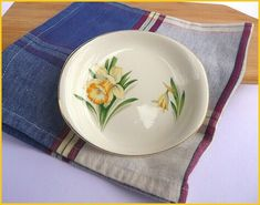 British Anchor Small Daffodil Themed Dish With Gold Rim