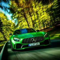 Svelata in anteprima mondiale la Mercedes-AMG GT R.  585 cv purosangue #MercedesBenz per volare da 0 a 100 km/h in soli 3.6 secondi! :)