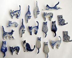 Harriet Damave is an artist from Amsterdam. She makes unique hand painted ceramics as well as porcelain delft jewellery, wall hangings and ornaments.