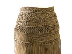 Macramé skirt Macrame Dress, Macrame Art, Macrame Projects, Macrame Knots, Weaving Projects, Disney Princess Fashion, Leather Embroidery, Skirt Tutorial, Macrame Tutorial