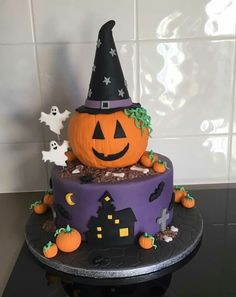 The post appeared first on Halloween Cake. Halloween Torte, Pasteles Halloween, Bolo Halloween, Fete Halloween, Halloween Baking, Halloween Desserts, Halloween Food For Party, Halloween Treats, Halloween 1st Birthdays
