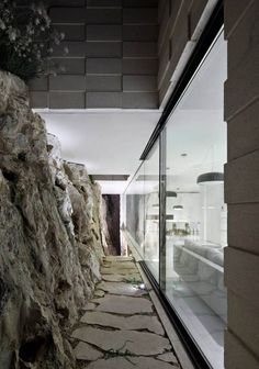 oooh. pull glass wall just off adjacent rock for light and very cool view. Barud House by Paritzki Liani Architects (6)