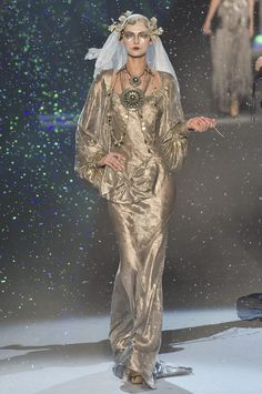 Runway pictures from the John Galliano show at Paris Fashion Week Fall Haute Couture Style, Couture Mode, Couture Fashion, Runway Fashion, John Galliano, Galliano Dior, Fashion Week Paris, High Fashion, Fashion Show
