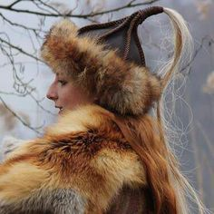 love the hair tuff on the hat Costume Ideas, Costumes, Viking Woman, Fantasy Women, Medieval Fantasy, Larp, Sword, Faces, Textiles