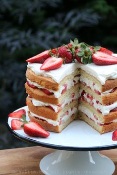 Strawberry Layer Cake ~ The perfect light summertime dessert made with layers of vanilla sponge cake with some light lemon zest, honeyed whipped cream and fresh strawberries. Just Desserts, Delicious Desserts, Dessert Recipes, Yummy Food, Dessert Ideas, Mini Cakes, Cupcake Cakes, Strawberry Layer Cakes, Strawberry Sponge Cake