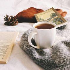 Ludzie z jakiegoś powodu lubią zdjęcia herbaty lub kawy (zresztą ja też), ale tylko blogerzy i instagramerzy wiedzą, że autor zdjęcia wypija zimną. 😄 ▪️▪️▪️▪️▪️▪️▪️▪️▪️▪️▪️▪️▪️▪️▪️ #herbata #książki #książka #bookphotography #bookstagrampl #booklover #fantastyka #pisarz #pisarka #teatime #weekend #relaks #czytam #czytanie #chillout #readingtime #polska #częstochowa Tableware, Author, Dinnerware, Tablewares, Dishes, Place Settings