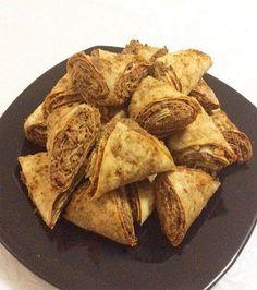Çok az bir malzemeyle harika değişik bir börek tarifim var sizlere 😋😋 Sizde bu nefis cevizli ve haşhaşlı çıtır börekten yapıp kahvaltıda yiyebilirsiniz