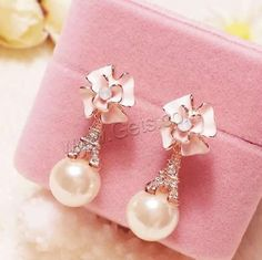 Rhinestone Freshwater Pearl Earring.