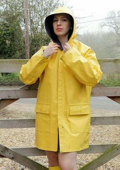 Raincoats For Women Girls Vinyl Raincoat, Dog Raincoat, Hooded Raincoat, Plastic Raincoat, Yellow Coat, Yellow Raincoat, Mellow Yellow, Rubber Raincoats, Rainy Day Fashion
