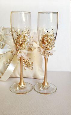 Wedding Champagne Flutes, Wedding Glasses, Champagne Glasses, Wedding Unity Candles, Candle Holders Wedding, Decorated Wine Glasses, Painted Wine Glasses, Bride And Groom Glasses, Wine Glass Designs