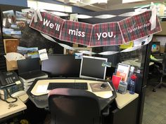 Desk Celebration Decorations That Are Way Too Fun For Work - Scotland theme goodbye party The Office, Office Decor, Coworker Birthday Gifts, Goodbye Party, Good Pranks, Best Desk, Work Desk, Baby Shower Decorations, Celebration