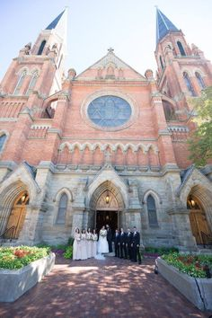 Anne de Detroit is the second oldest continuously operating Catholic parish in America. We welcome visitors to our beautiful historic church. Wedding Flowers, Wedding Day, Detroit Wedding, Maid Of Honor, Wedding Pictures, Mother Of The Bride, Picture Ideas, Barcelona Cathedral, House Styles