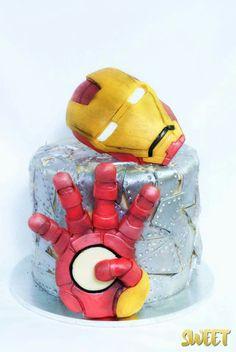 Iron Man Cake wwwfacebookcomfoodfiend Iron man cake Pinterest