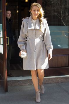 Blake Lively- HarpersBAZAARUK How to look chic and stay warm this winter Blake Lively Street Style, Blake Lively Outfits, Rihanna Street Style, Serena Van Der Woodsen, Gossip Girl Outfits, Daytime Outfit, Fashion Week 2016, Look Chic, Maternity Fashion