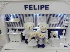 Enfeite de porta de maternidade com miniaturas de pelúcia e resina. <br> <br>Podemos fazer em outras cores.