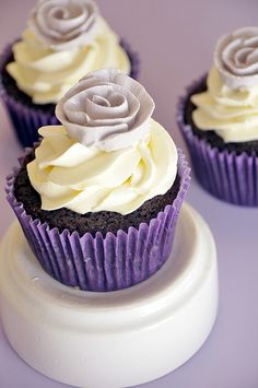 cupcake for gray/purple themed wedding