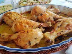 Muslitos de pollo asados. Muslitos de pollo asados con aliño de hierbas y limón. Un plato diario fácil y con poco trabajo (el horno se encarga) que gustará a toda la familia.