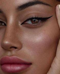 eyeshadow makeup Atemberaubende Make-up fr braune Augen - Tutorial, Tipps amp; Ideen Atemberaubende Make-up fr braune Augen - Tutorial, Tipps amp; Makeup Eye Looks, Eyeliner Looks, Cute Makeup, Skin Makeup, Eyeshadow Makeup, Cat Eye Eyeliner, Edgy Makeup, Everyday Eyeliner, Makeup Monolid