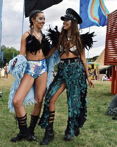 Top 15 Looks From The Festival Season Festival season is here and we are loving it ! With so many festivals in the calendar glittering all you babes, we thought we'd share our favourite festival looks so far. Diy Festival Clothes, Music Festival Outfits, Festival Costumes, Coachella Festival, Rave Festival, Festival Wear, Festival Fashion, Festival Looks, Lollapalooza