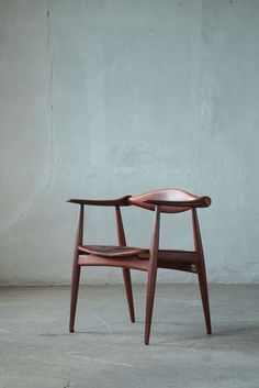 Hans J. Wegner C34 armchair in wood and leather, 1950s