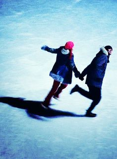 Kate Winslet and Jim Carrey in 'Eternal Sunshine of the Spotless Mind', directed by Michel Gondry Really Good Movies, Love Movie, Meet Me In Montauk, Michel Gondry, Camera World, Movie Shots, Eternal Sunshine, Before Sunrise, Movies Showing