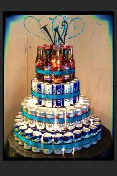 Beer Cake - for the guys while they get ready. Husband Birthday, Man Birthday, Birthday Gifts, Alcohol Cake, Alcohol Gifts, Liquor Bouquet, Candy Bouquet, Party Drinks, Party Snacks
