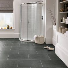 Excellent bathroom vinyl flooring dark tips for 2019 Vinyl Flooring Kitchen, Luxury Vinyl Tile Flooring, Kitchen Vinyl, Modern Flooring, Slate Flooring, Flooring Ideas, Linoleum Flooring, Dark Tile Floors, Penny Flooring