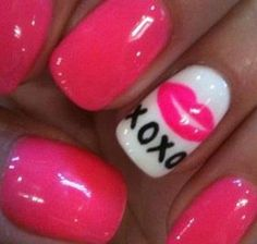 XOXO Valentines Day nails