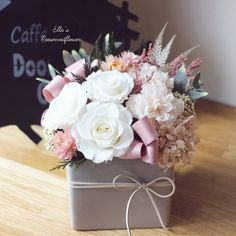 Wedding Flowers Delicate Piece for Weddings and Baby Showers - With so many rustic wooden box centerpiece ideas, it's easy to find a project that fits your home perfectly. Flower Box Gift, Flower Boxes, Flower Baskets, Deco Floral, Arte Floral, Wooden Box Centerpiece, Centerpiece Ideas, Rosen Box, Rustic Wooden Box